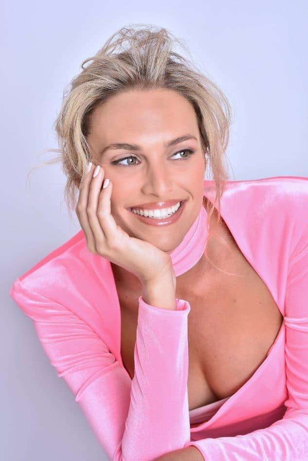 נאוה קולאז' - בית הספר למקצועות היופי - דוגמנית